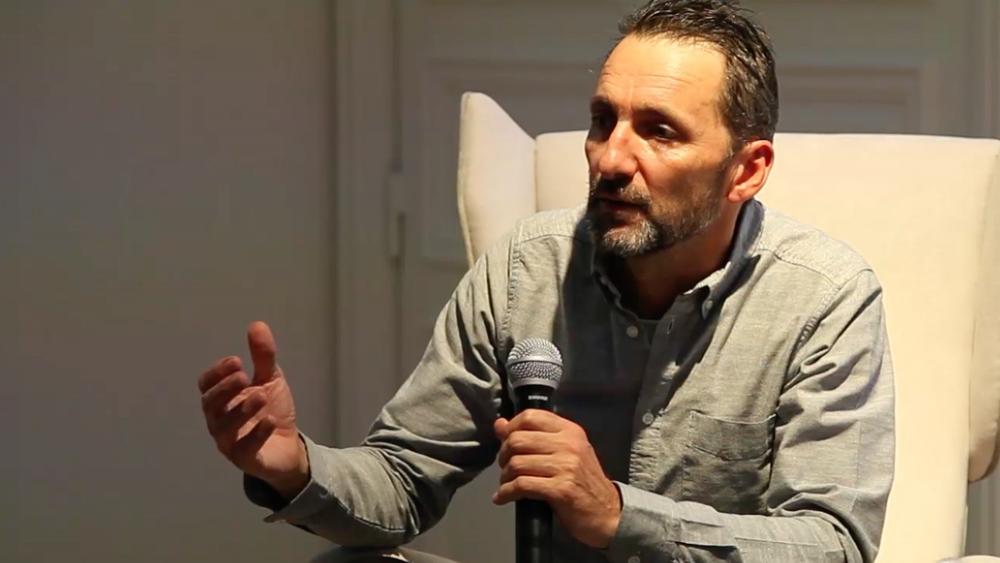 Artist:Xavier VEILHAN, Video Exhibition:Flying V