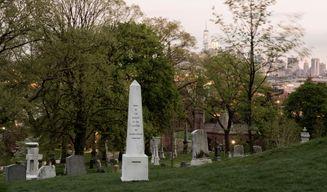 蘇菲·卡爾_Creative Time presents Here Lie the Secrets of Green-Wood Cemetery