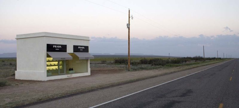 """View of the exhibition """"Prada Marfa"""" in 2005, photograph by Lizette Kabré"""
