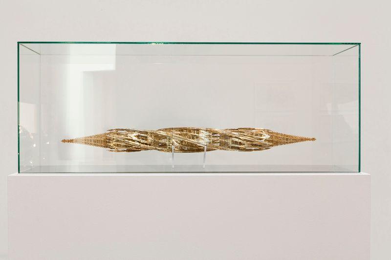 """Suppo (Clockwise)"" 2012 / Argent doré / Gilded silver/ 65 x Ø 8 cm / 25 1/2 x Ø 3 1/8 inches / Unique"