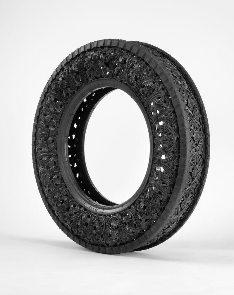 """""""Sans titre (Car Tyre)"""" / """"Untitled (Car Tyre)"""" 2011Pneu de voiture taillé à la main / Hand carved car tyre / ø 68 x 13 cm / ø 26 3/4 x 5 1/4 inches / Unique artwork"""