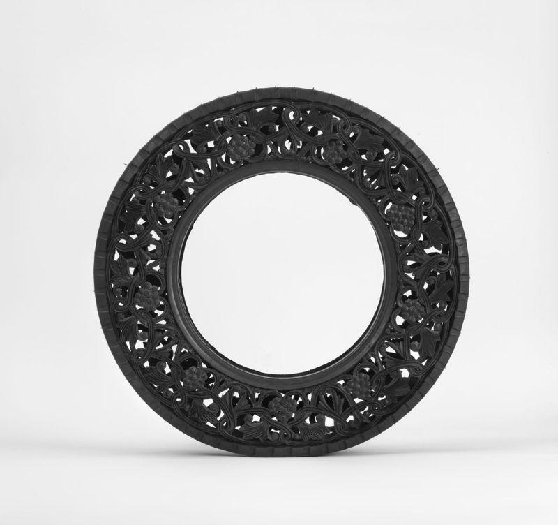 Sans Titre (Car Tyre) / Untitled (Car Tyre) 2011 / Pneu de voiture taillé à la main / Hand carved car tyre / ø 68 x 13 cm / ø 26 3/4 x 5 1/4 inches / Unique