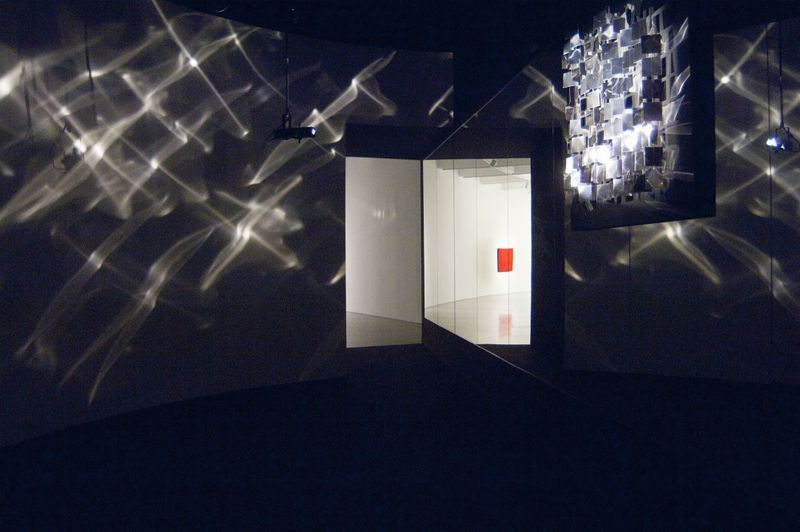 """Julio_Le_Parc_View of the exhibition """"SUPRASENSORIAL: EXPERIMENTS IN LIGHT, COLOR AND SPACE"""" at Hirshhorn Museum and Sculpture garden  Washington D.C (USA), 2012_12261_1"""