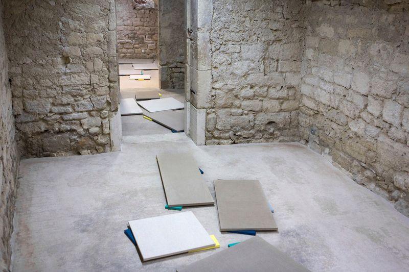 """Claude_Rutault_View of the exhibition """"De Poussin aux peintures-suicides, 1660 à 2012. Claude Rutault"""" curated by Christine Blanchet  at Centre d'Art Contemporain Lithos  Saint Restitut (France), 2017_13139_1"""