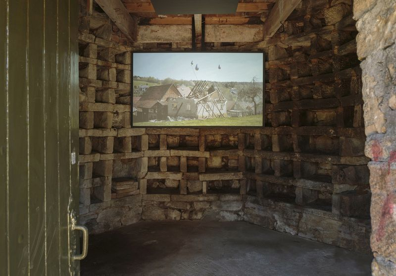 "Michael_Sailstorfer_View of the exhibition ""Michael Sailstorfer - Jupiter Artland"" at Jupiter Artland Edinburgh (Scotland), 2017_13164_1"