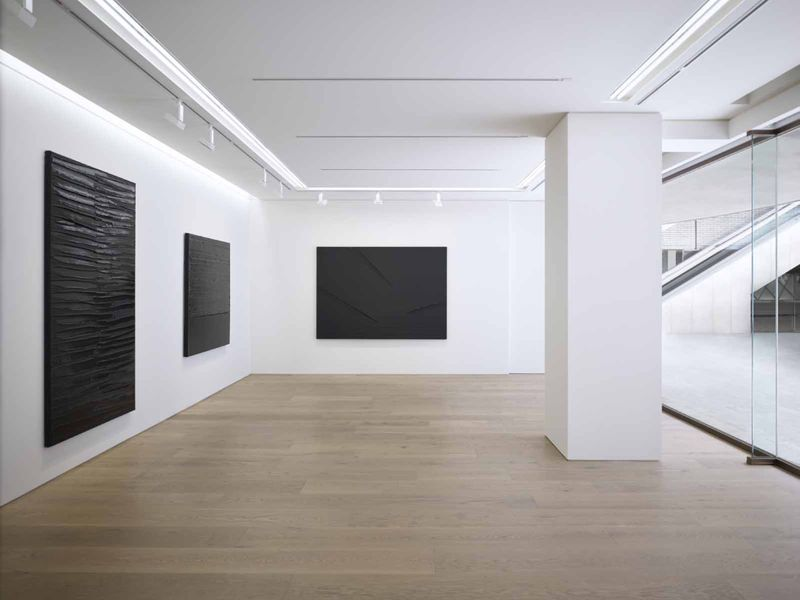Pierre_Soulages_View of the exhibition  at Piramide Building, 6-6-9 Roppongi, Minato-Ku  Tokyo (Japan), 2017_13227_1