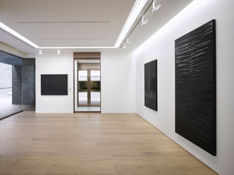 Pierre_Soulages_View of the exhibition  at Piramide Building, 6-6-9 Roppongi, Minato-Ku  Tokyo (Japan), 2017_13244_1