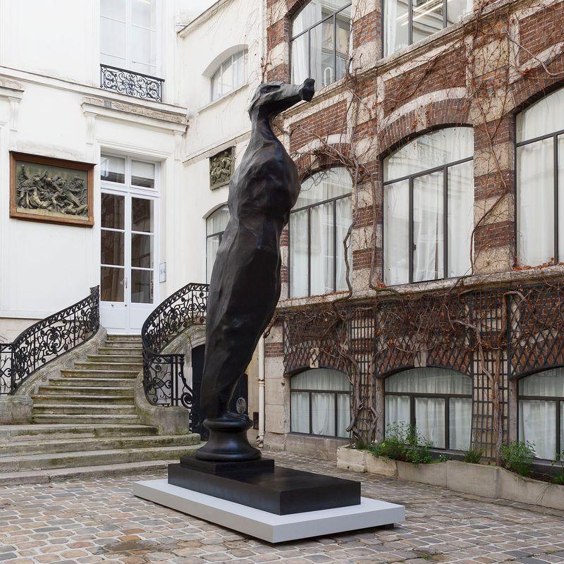 """""""De Gier"""", 2014/2017 Bronze patiné, fonte à la cire perdue / Patinated bronze, lost wax casting440 x 220 x 100 cm / 173 1/4 x 86 5/8 x 39 3/8 in      Edition of 3 + 1 AP"""