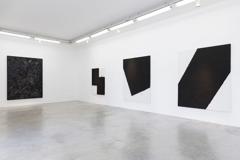 """Bae_Lee_View of the exhibition """"Black Mapping"""" at GALERIE PERROTIN Paris (France), 2018_14986"""
