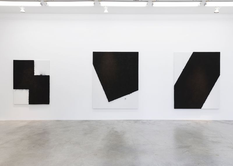 """Bae_Lee_View of the exhibition """"Black Mapping"""" at GALERIE PERROTIN Paris (France), 2018_14987"""