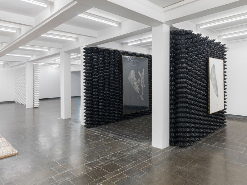 "Gregor_Hildebrandt_View of the exhibition ""Tönend hallt die Jugend"" at KUNSTHALLE RECKLINGHAUSEN Recklinghausen, 2018_16192"
