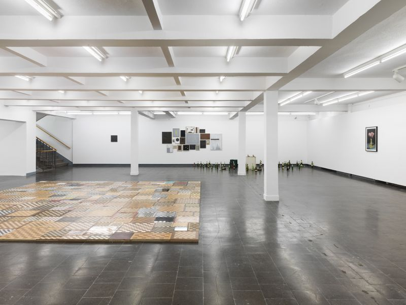 "Gregor_Hildebrandt_View of the exhibition ""Tönend hallt die Jugend"" at KUNSTHALLE RECKLINGHAUSEN Recklinghausen, 2018_16200"