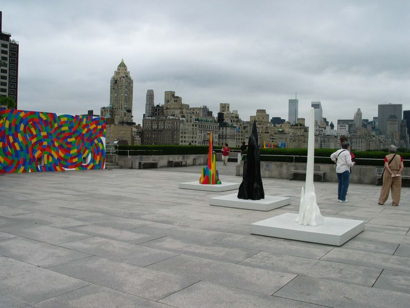"""Sol_Lewitt_View of the exhibition """"Sol LeWitt on the Roof: Splotches, Whirls and Twirls"""" at Metropolitan Museum of Art  NEW YORK (USA)_16685"""
