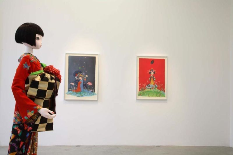 """Chiho_Aoshima_View of the exhibition """"The giant and the courtesans"""" at Perrotin (France), 2007_1709_1"""