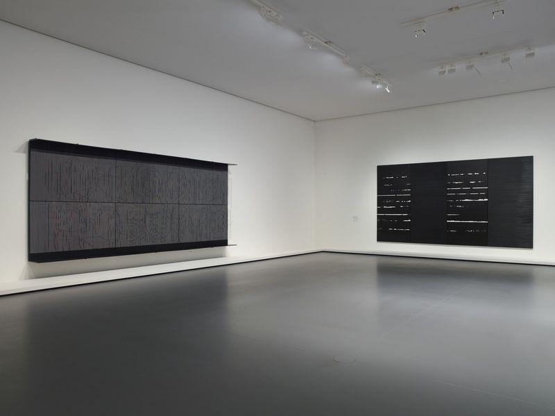 """Jesus_Rafael_Soto_View of the group exhibition """"La Collection de la Fondation: Le parti de la peinture"""" curated by  Suzanne Pagé, Sébastien Gokalp  at FONDATION LOUIS VUITTON PARIS (France)_20296"""