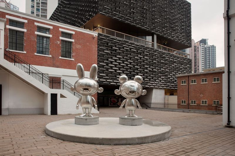 From left to right:KaiKai, 2019Platinum leaf on bronze300 × 178.6 × 108.4 cm©2019 Takashi Murakami/Kaikai Kiki Co., Ltd. All Rights Reserved.KiKi, 2019Platinum leaf on bronze241.5 × 179.5 × 117 cm©2019 Takashi Murakami/Kaikai Kiki Co., Ltd. All Rights Reserved.