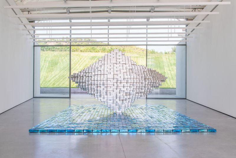 """Jean-Michel_Othoniel_View of the exhibition """"Îles Singulières"""" at chateau la coste Le Puy-Sainte-Réparade (France), 2019_20790"""