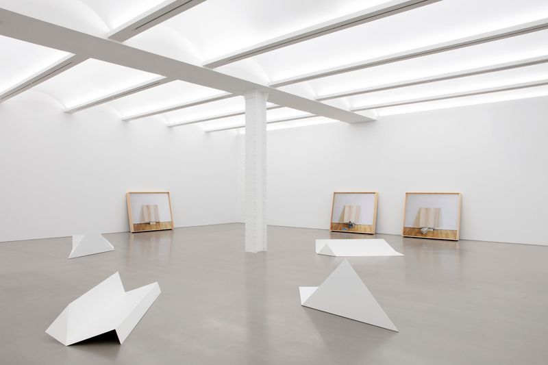 """Leslie_Hewitt_View of the exhibition """"Reading Room"""" at Perrotin, New York (USA), 2019_21080"""