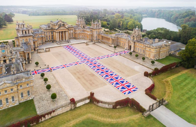 """Maurizio_Cattelan_View of the exhibition """"Victory is Not an Option"""" at Blenheim Palace  OXFORD (United Kingdom)_21105"""