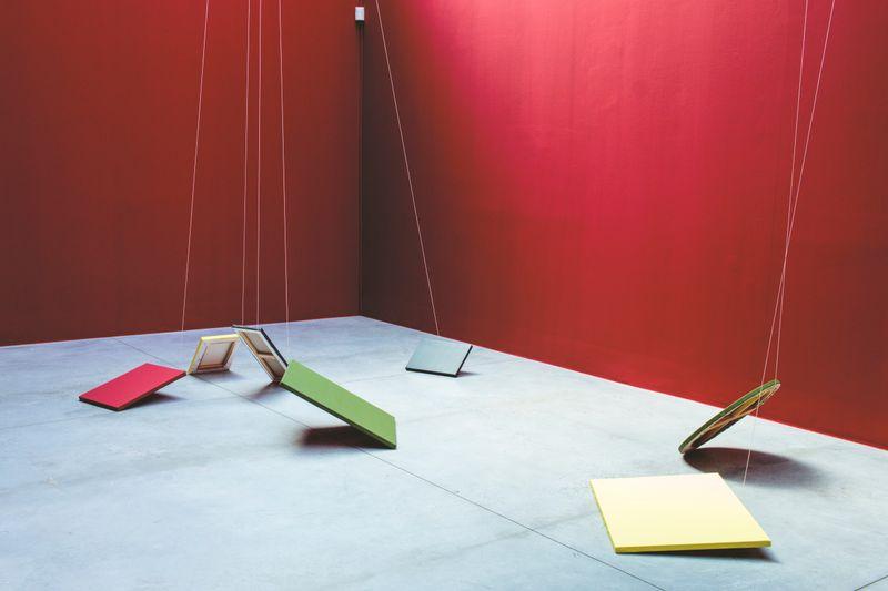 """Claude_Rutault_View of the exhibition """"monochrome 5 sur une grille de marelle"""" at Fondation CAB Bruxelles (Belgium), 2019_21891"""