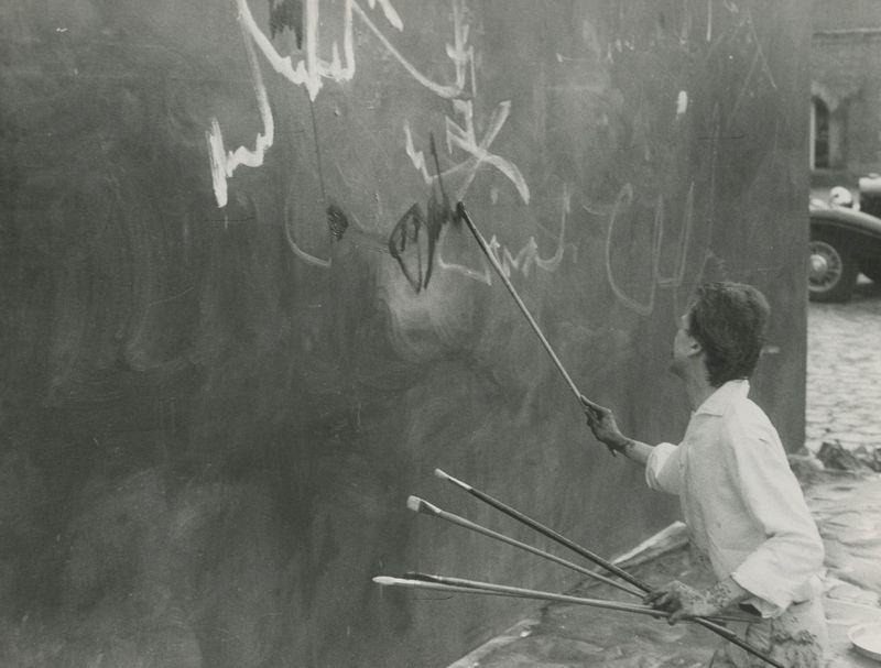 """Georges_Mathieu_View of the exhibition """"Georges Mathieu painting 'L'Entrée de Louis XIII et d'Anne d'Autriche dans Paris', Chateau of Courances, Paris, 1960""""_22934"""