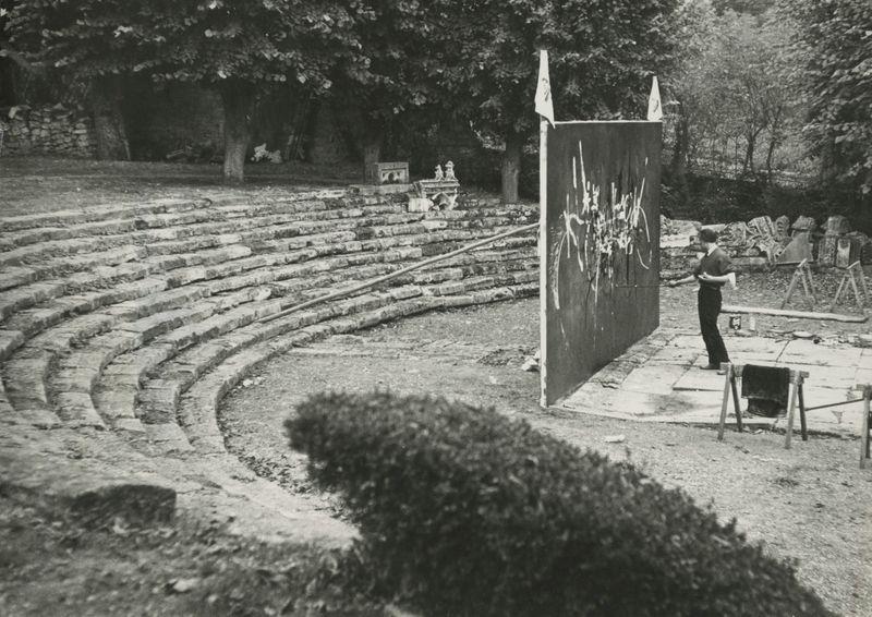 """Georges_Mathieu_View of the exhibition """"Georges Mathieu peignant """"Les Capétiens partout !"""", Saint-Germain-en-Laye, October 10, 1954"""", 1954_22935"""
