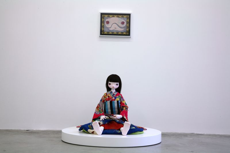 A Friend with Red Eyes, 2007, paper, watercolor, color pencil, glue, fiber, persimmon juice, gold leaf, frame, (34.4 x 45.6 x 3.5 cm) / Kokemomo, 2007, FRP, human hair, kimono, stainless steel, aluminium, lacquer, (78.5 x 117 x 117 cm)