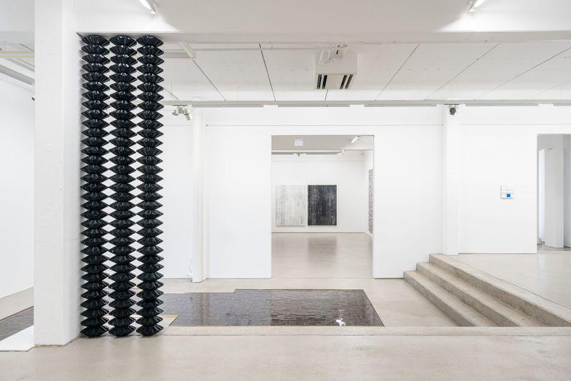 "Gregor_Hildebrandt_View of the exhibition ""LUFT IN ALLEN ZIMMERN - Gregor Hildebrandt"" at G2 Kunsthalle Leipzig (Germany)_25206"