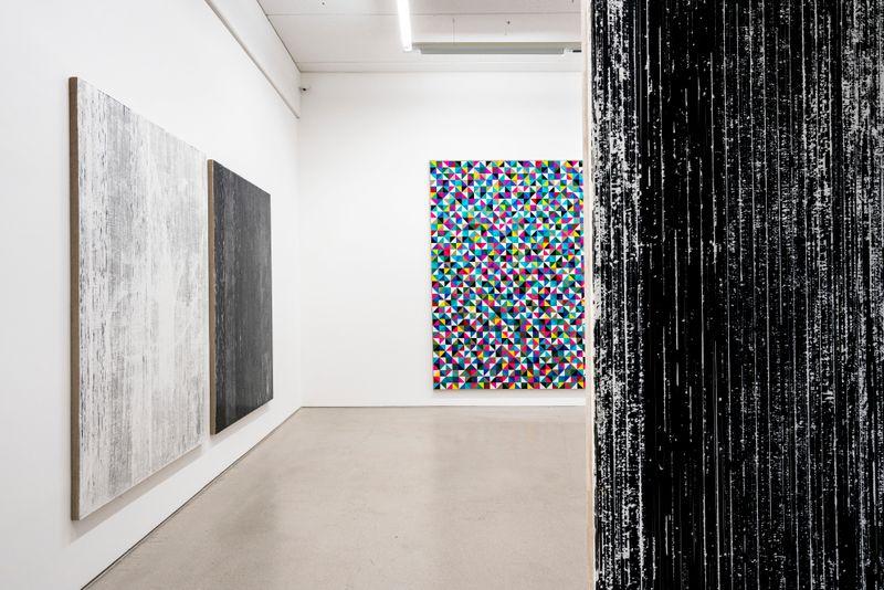 "Gregor_Hildebrandt_View of the exhibition ""LUFT IN ALLEN ZIMMERN - Gregor Hildebrandt"" at G2 Kunsthalle Leipzig (Germany)_25211"
