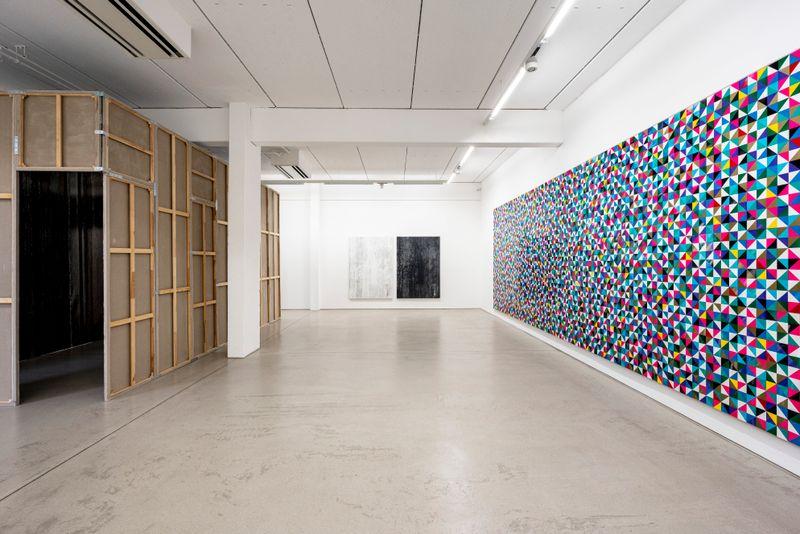 "Gregor_Hildebrandt_View of the exhibition ""LUFT IN ALLEN ZIMMERN - Gregor Hildebrandt"" at G2 Kunsthalle Leipzig (Germany)_25212"