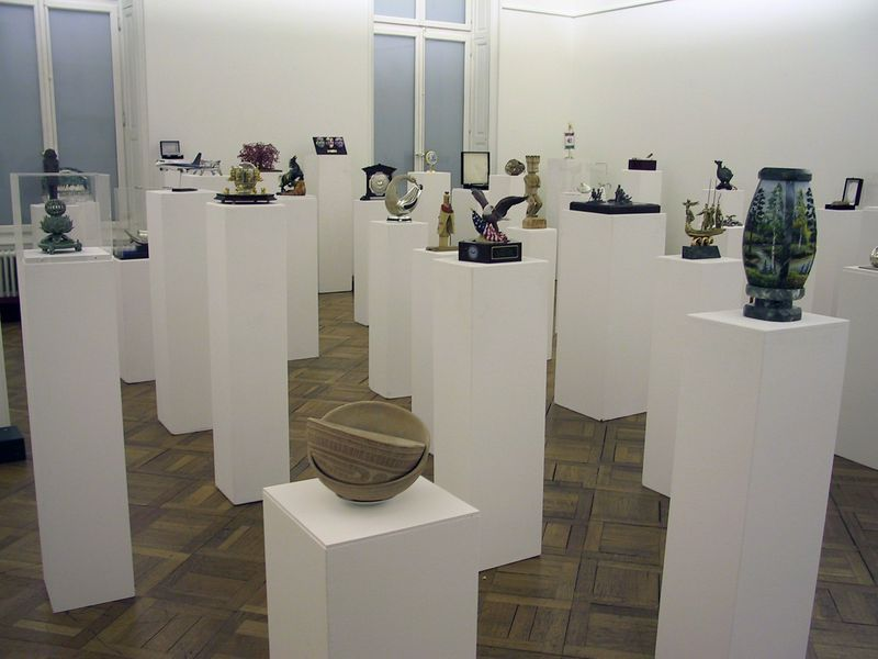 "Gianni_Motti_View of the exhibition ""Cadeaux diplomatiques"" at Kunstmuseum Thun  Thun (Switzerland), 2002_5175_1"