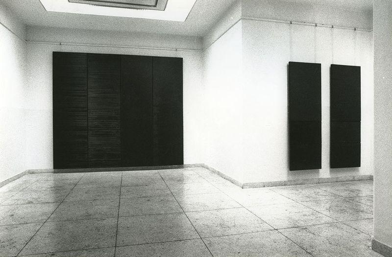 """Pierre_Soulages_View of the exhibition """"Pierre Soulages, une rétrospective"""" at Fine Arts Museum  Beijing (China), 1994_7136_1"""