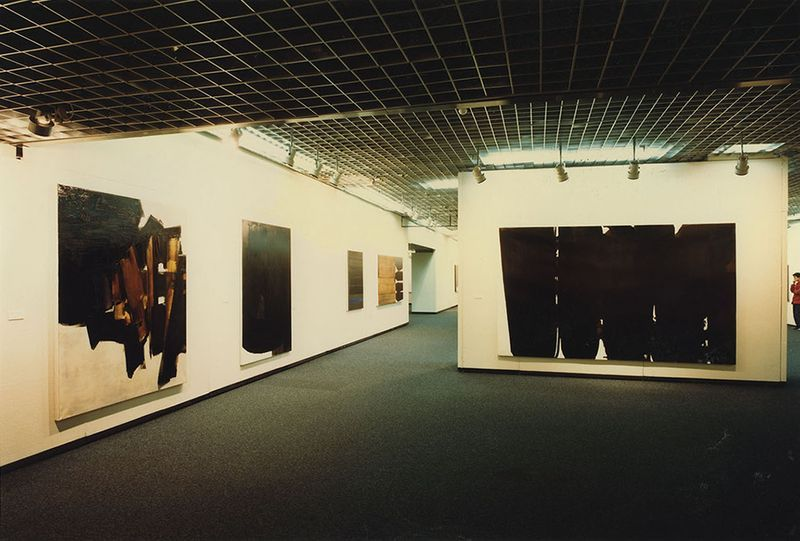 "Pierre_Soulages_View of the exhibition ""Soulages"" at Seibu Museum of Art  Tokyo (Japan), 1984_7157_1"