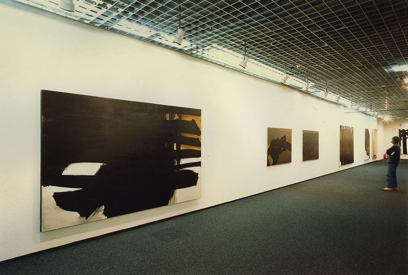 "Pierre_Soulages_View of the exhibition ""Soulages"" at Seibu Museum of Art  Tokyo (Japan), 1984_7158_1"
