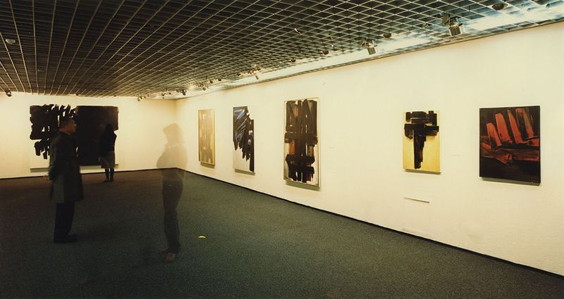 "Pierre_Soulages_View of the exhibition ""Soulages"" at Seibu Museum of Art  Tokyo (Japan), 1984_7159_1"