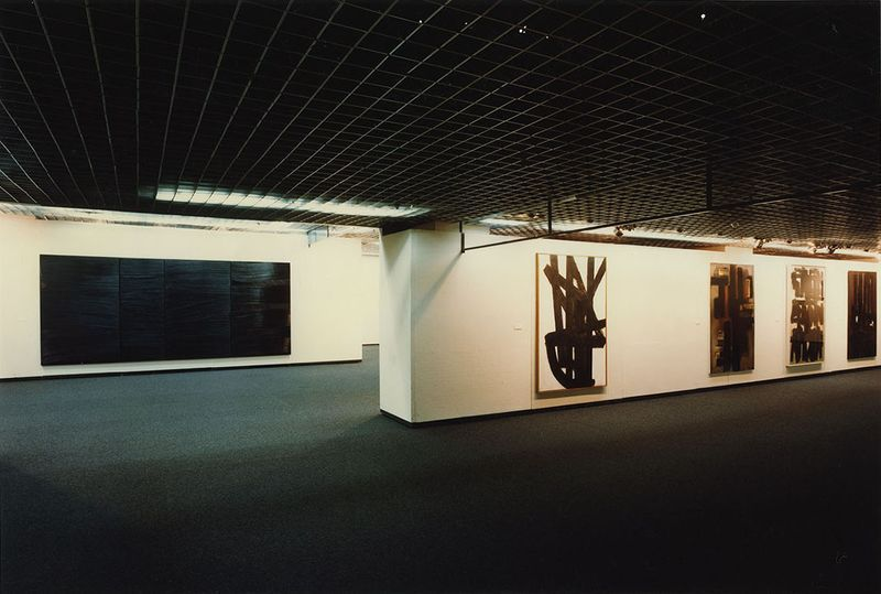 "Pierre_Soulages_View of the exhibition ""Soulages"" at Seibu Museum of Art  Tokyo (Japan), 1984_7160_1"