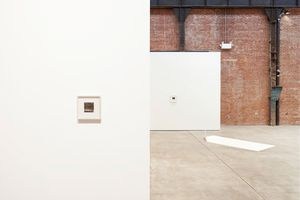"""View of the exhibition """"Collective Stance"""" at SCULPTURE CENTER  LONG ISLAND CITY (USA), 2016   Leslie HEWITT"""