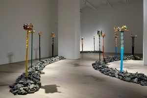 "Vue de l'exposition ""Aloalo, Mahafaly Sculptures of the Efiaimbelos"" à NEW YORK GALLERY LLC NEW YORK (USA), 2018 | EFIAIMBELO FAMILY"