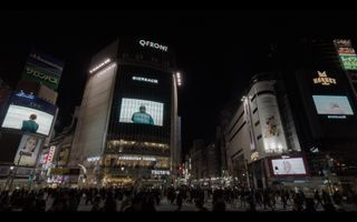 "Vue de l'exposition ""Voir la Mer - between midnight and 1AM"" à Shibuya Crossing  Tokyo (Japan) | Sophie CALLE"