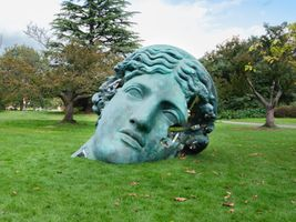 "展覽現場圖 ""Unearthed Bronze Eroded Melpomene, 2021"" 於 FRIEZE SCULPTURE London (United Kingdom), 2021   丹尼爾·阿爾軒"