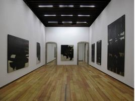 "View of the exhibition ""Pierre Soulages"" Mexico (Mexico), 2010 