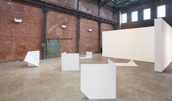 "展覽現場圖 ""Collective Stance"" 於 Sculpture Center  New York (USA), 2016 | 萊斯利·休伊特"