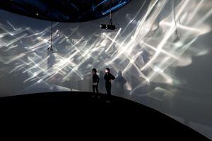 """Vue de l'exposition """"SUPRASENSORIAL: EXPERIMENTS IN LIGHT, COLOR AND SPACE"""" à Hirshhorn Museum and Sculpture garden  Washington D.C (USA), 2012   Julio LE PARC"""