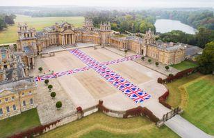 "Vue de l'exposition ""Victory is Not an Option"" à Blenheim Palace  OXFORD (United Kingdom) | Maurizio CATTELAN"