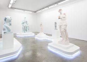 """Vue de l'exposition """"Paris, 3020"""" à GALERIE PERROTIN  Paris (France), 2020   Daniel ARSHAM"""