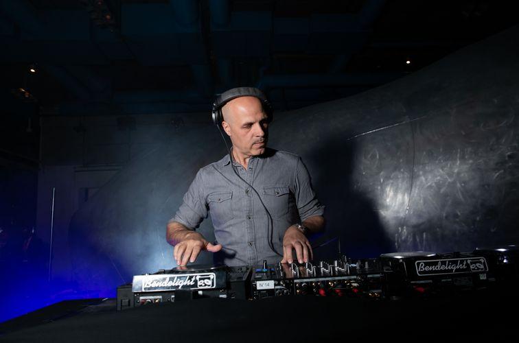 DJ set by Samuel Boutruche (Photo : Jean Picon / Saywho)